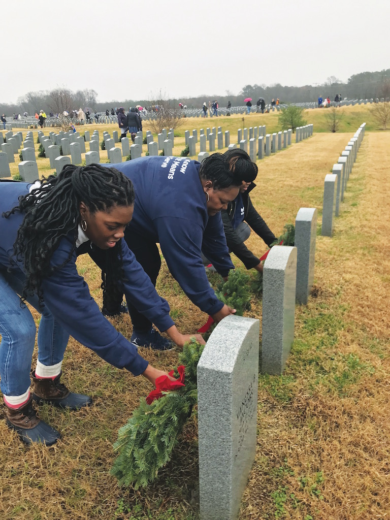 USAA placing wreaths